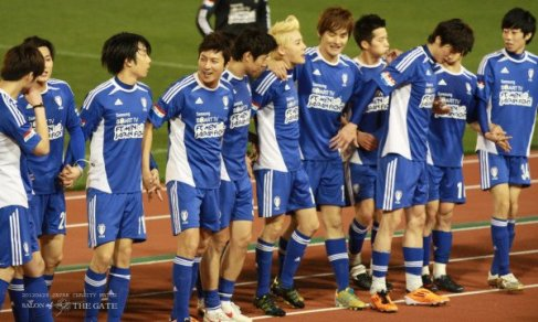 [PHOTO ] JUNO at FC men match japan with his twin Junsu ^///^